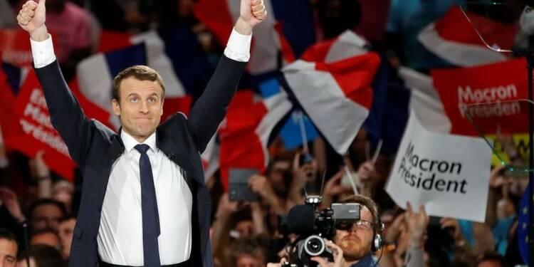 Macron (23%) devance Le Pen (22%) et Fillon (20%), selon un sondage Opinionway