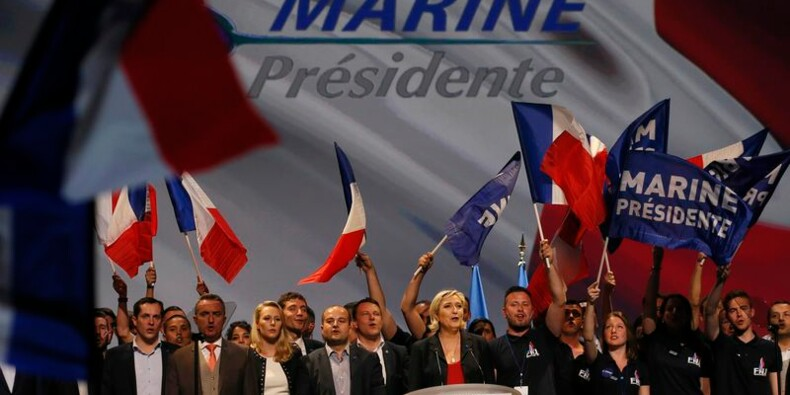 """A Marseille, Marine Le Pen appelle à l'""""insurrection nationale"""""""