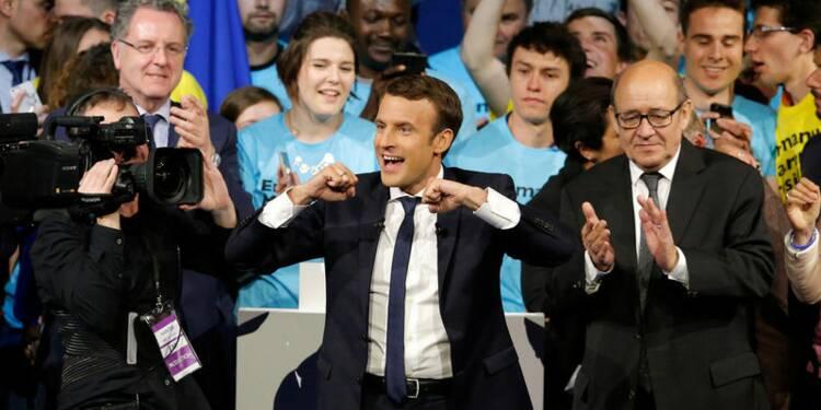 A Nantes, Macron se pose en chef des armées avec Le Drian