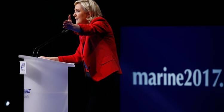"""Le Pen dit avoir """"une épée de Damoclès"""" au-dessus de la tête"""