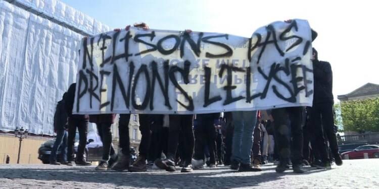 Manifestation éclair d'une centaine de lycéens près de l'Elysée