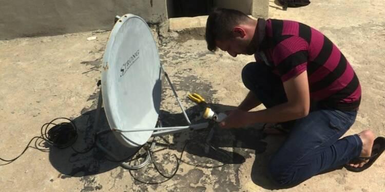 Irak: les paraboles fleurissent sur les toits de Mossoul-Est