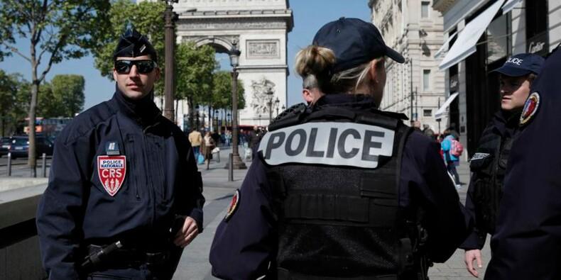 Des policiers en colère après l'attaque des Champs-Elysées