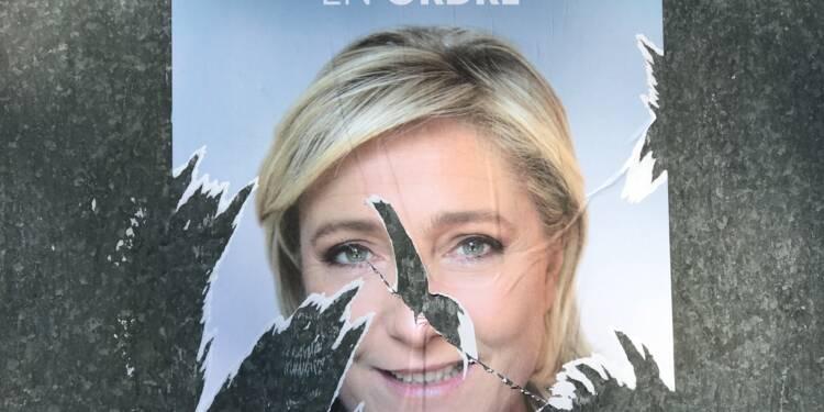 Oups ! Marine Le Pen privée d'affiche dans les bureaux de vote à l'étranger