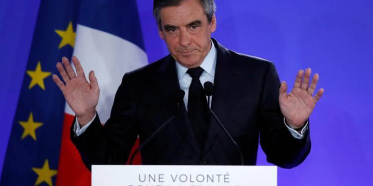 """Fillon """"assume"""" sa défaite, appelle à faire barrage au FN"""
