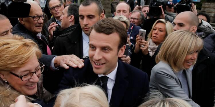 Sondages: Macron battrait largement Le Pen au second tour
