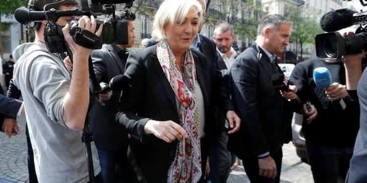 """Marine Le Pen en retrait du FN pour se placer """"au-dessus des considérations partisanes"""""""