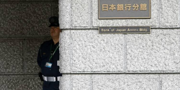 La BoJ maintient sa politique inchangée, se dit plus optimiste