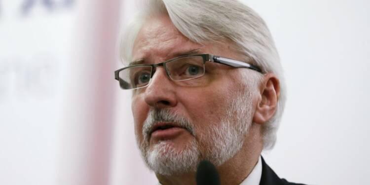 Le gouvernement polonais s'en prend à Macron