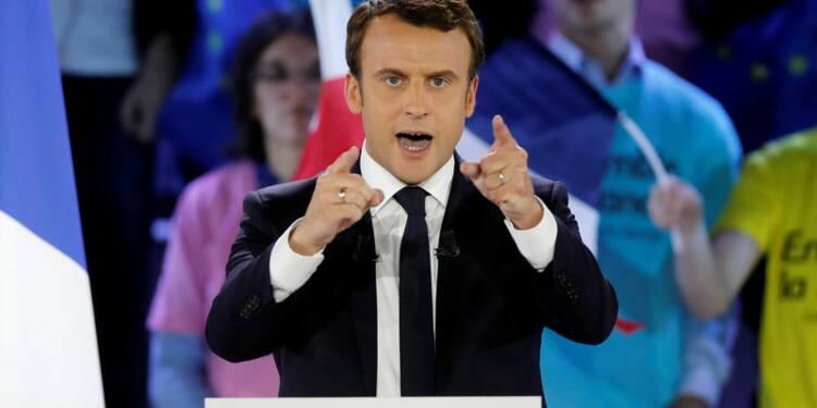 """Macron accuse le FN d'être """"le parti de l'anti-France"""""""