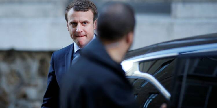 """Macron veut débattre """"au corps-à-corps"""" avec Le Pen mercredi"""