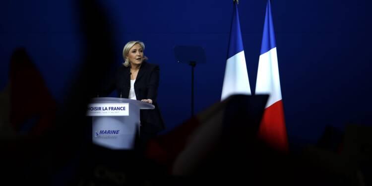 Marine Le Pen plagie le discours de François Fillon, son entourage assume