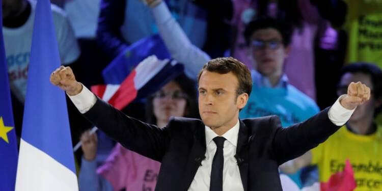 Macron battrait Le Pen avec 59% (-5), selon un sondage Elabe