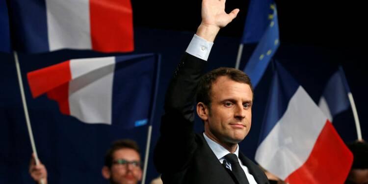 """Macron renvoie dos à dos """"identité haineuse"""" et multiculturalisme"""