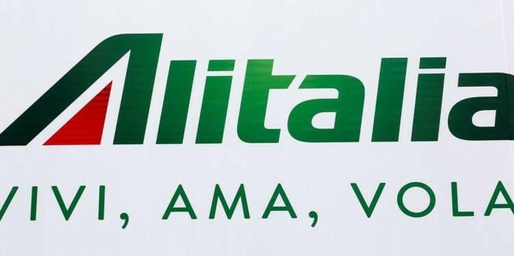 Alitalia veut supprimer 2.037 postes, abaisser le salaire des pilotes