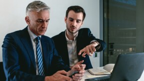 Le reverse mentoring : les jeunes forment les managers aux outils du numérique