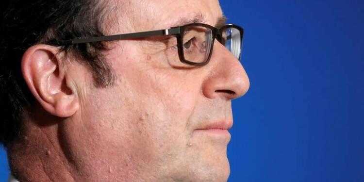 Hollande met en garde contre une sortie de l'euro