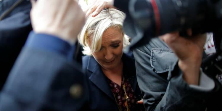 Marine Le Pen prise à partie à son arrivée en Bretagne