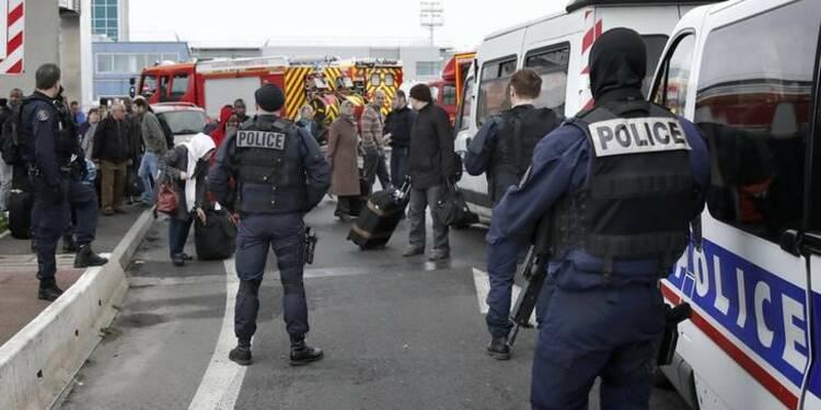 Le père de l'assaillant d'Orly nie toute intention terroriste