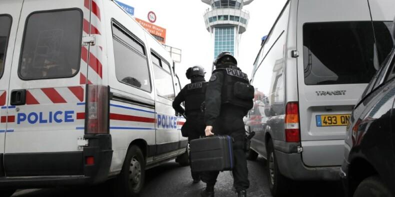 L'homme abattu à Orly avait auparavant blessé un policier, dit Le Roux