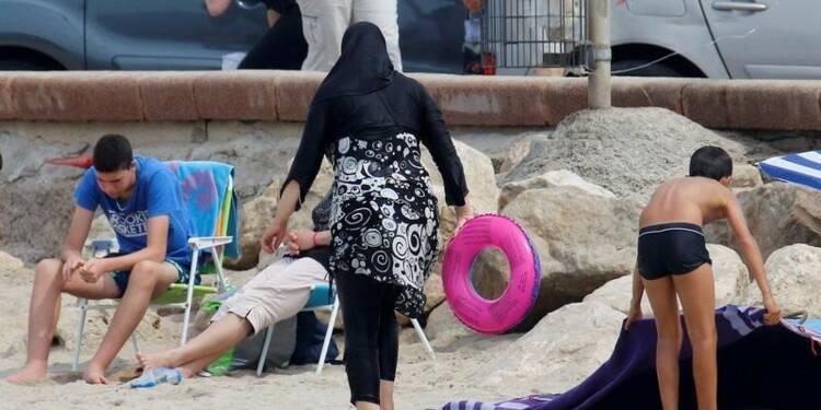 Les arrêtés anti-burkini divisent jusqu'au gouvernement