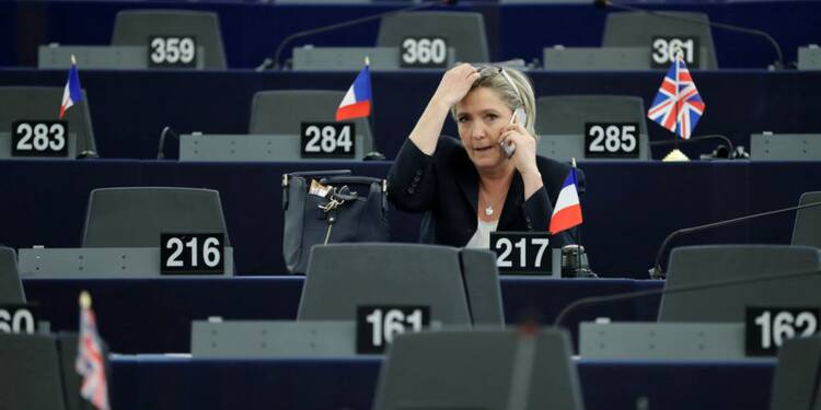 Le Pen reste en tête devant Macron, Fillon perd un point, selon le sondage Opinionway-Orpi
