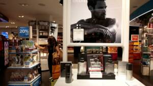 Luxe  Chanel signe un partenariat avec la plateforme de vente en ... 27449e0eb03