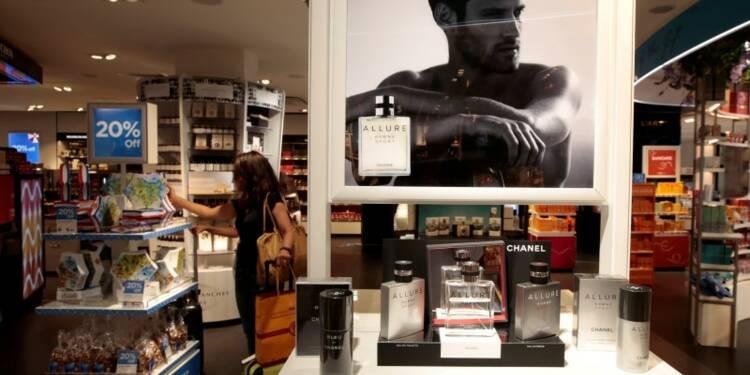 6401bf3fd314 Chanel rattrapé par le retournement du marché du luxe en 2015 ...