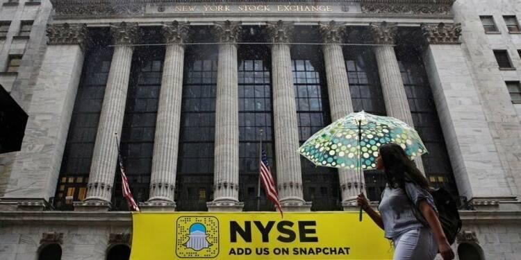 Wall Street termine sans grand changement, Microsoft grimpe