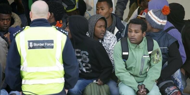 Des centaines de migrants de retour à Calais