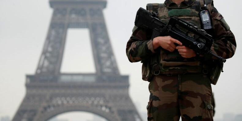 Sécurité renforcée à la tour Eiffel après une action de Greenpeace
