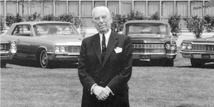 Alfred Sloan (1875-1966), General Motors : sous son règne, GM domine l'industrie automobile et devient le premier groupe mondial