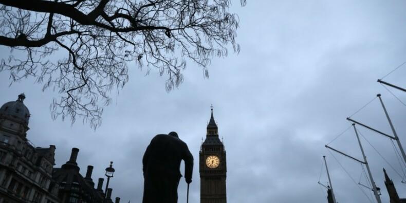 Grande Bretagne: Prévision de PIB relevée pour 2017, abaissée pour la suite