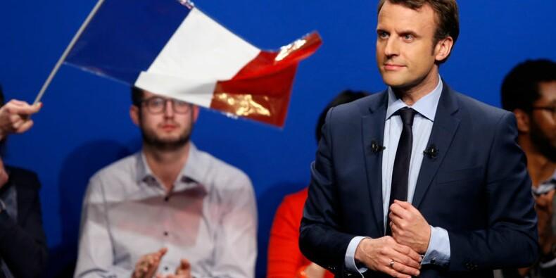 Emmanuel Macron à un point de Marine Le Pen, selon un sondage