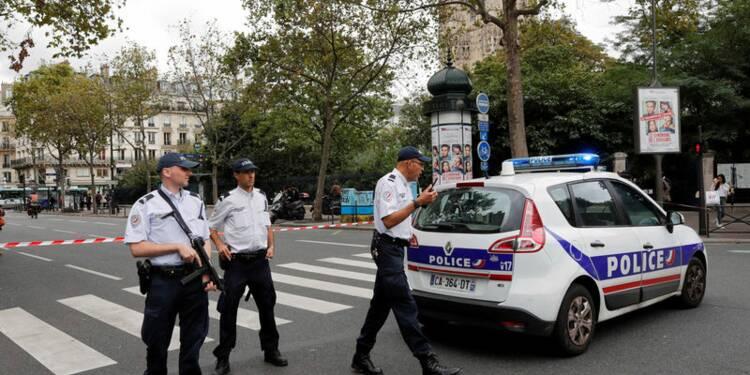 Vaste intervention de police à Paris après une fausse alerte
