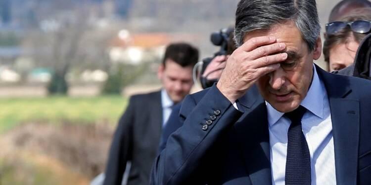 La campagne de Fillon entre défections et appels à Juppé