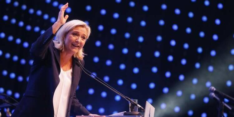 Pour sa rentrée, Marine Le Pen fustige des politiques incapables