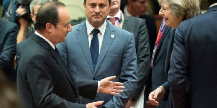 """Hollande avertit May que la négociation sera """"dure"""" si elle veut un """"Brexit dur"""""""