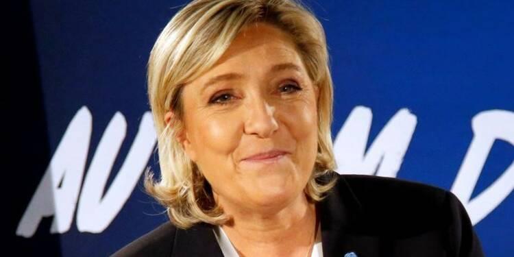 Le Pen tacle Fillon, recrute Trump dans sa campagne