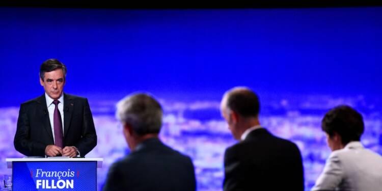 Fillon s'interroge sur Bayrou, cible des sarkozystes