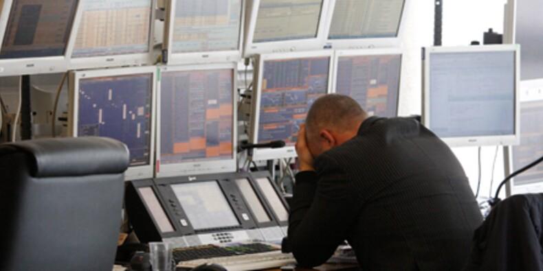 La Bourse de Paris chute, les inquiétudes sur la dette gagnent les Etats-Unis