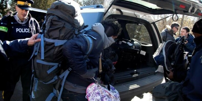 Afflux de demandeurs d'asile à la frontière canadienne