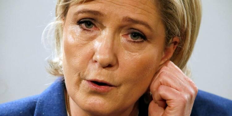 """Le Pen pour une """"consultation"""" sur l'immigration"""