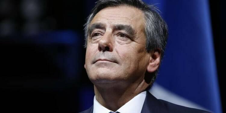 """Fillon traite Hollande de """"manipulateur"""" et Jouyet de """"menteur"""""""