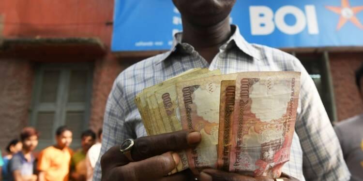 Inde: les banques, prises d'assaut, sont à court de monnaie