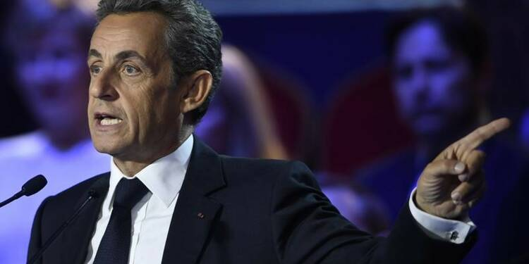 Sarkozy poursuit sa charge contre Bayrou