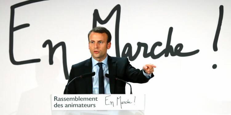 """Macron mobilise ses troupes pour une """"vraie alternative"""""""