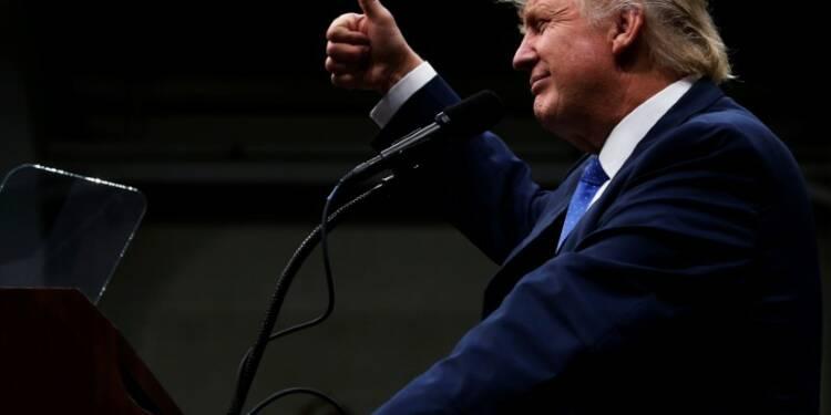 Trump réduit l'écart avec Clinton malgré les polémiques