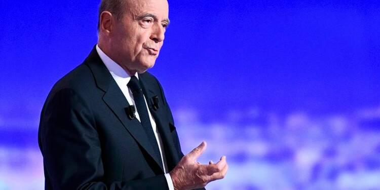 Alain Juppé creuse l'écart sur Nicolas Sarkozy, selon l'Ifop