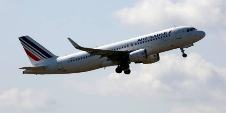 Attentats et grèves plombent les réservations d'Air France